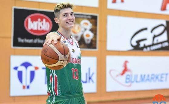 17-годишен попадна в състава на мъжкия национален отбор по баскетбол