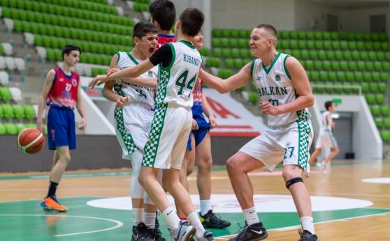 14-годишни баскетболисти вкараха 48 точки за една част