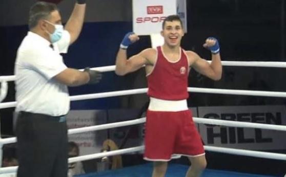 Радослав Росенов си гарантира медал от световното