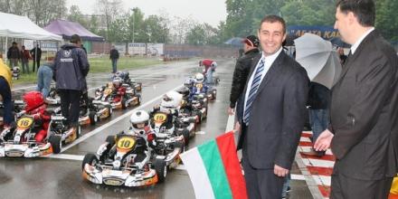Министър Нейков даде старт на картинг академията