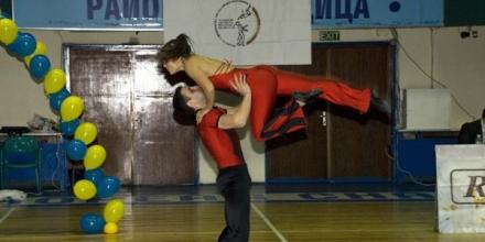 Варна събира 100 двойки в акробатичния рокендрол