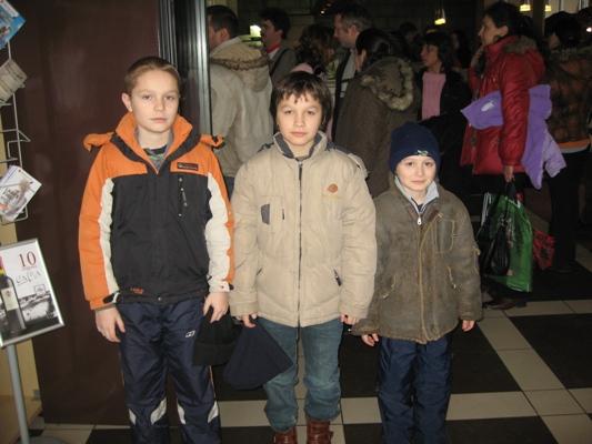 Тримата братя Петрови и златната пешка