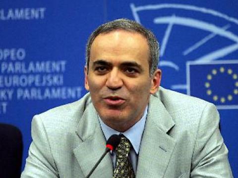 Гари Каспаров: Важни в шахмата са бройката и системата