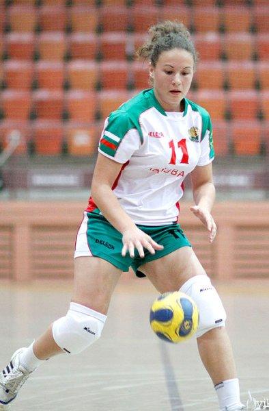 Лидия Ковачева носи хандбал и математика под мишница