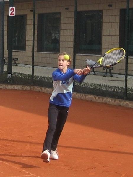Още една Каратанчева завладява тенис кортовете