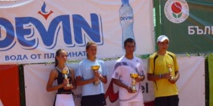 Ботушарова и Петров шампиони при 16-годишните