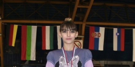 11-годишна фигуристка със злато за Европейската купа