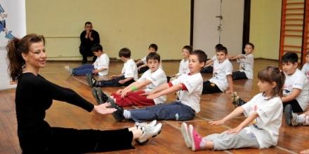 Раева похвали първокласници в час по физическо