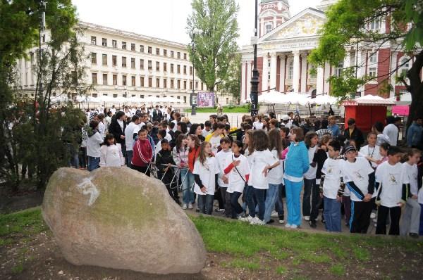 300 ученици изкачиха Черни връх