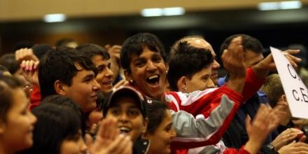 Стотици изоставени деца показаха спортен хъс за Коледа
