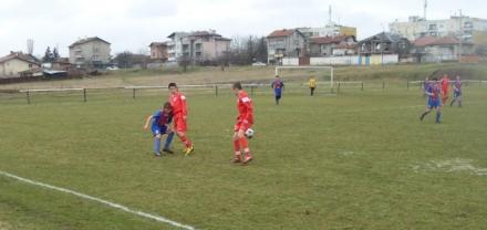 Чавдар (96) с 4:0 над Локо 101 в София