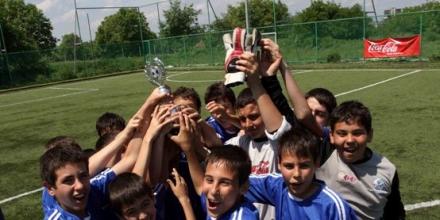 Футболистите на Плевен с купа Coca-Cola