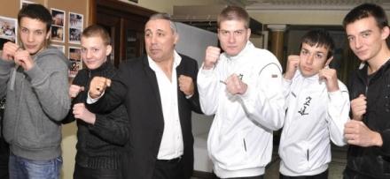 Стоичков прави футболна академия в Харманли