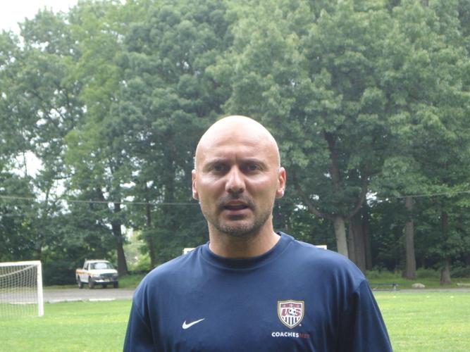 Станимир Левтеров: Учим младите играчи да осъзнаят философията на футбола