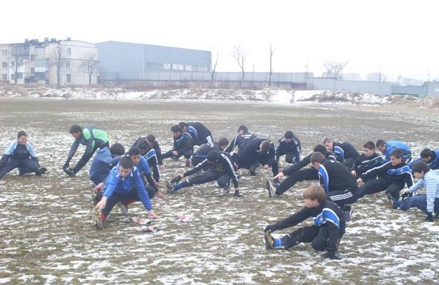 Една тренировка на Интер в калта или изкуството да играеш футбол в България