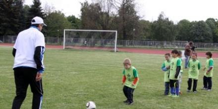 УЕФА събра 300 хлапета в НСА